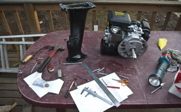 Колхозим лодочный мотор из кусков ветерка и движка от
