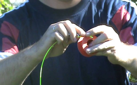 Заправка лески в триммер - YouTube